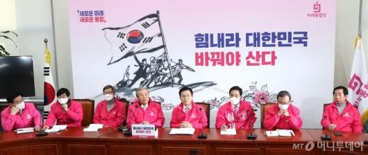 [사진]중앙선거대책위원회의 발언하는 김종인