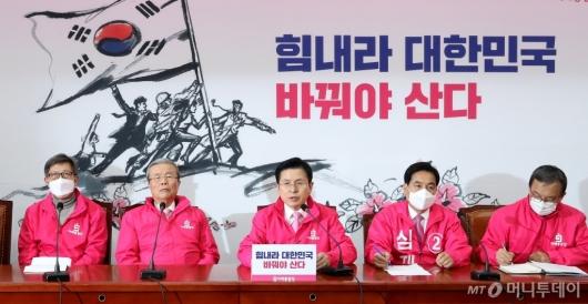 [사진]중앙선대위회의 발언하는 황교안