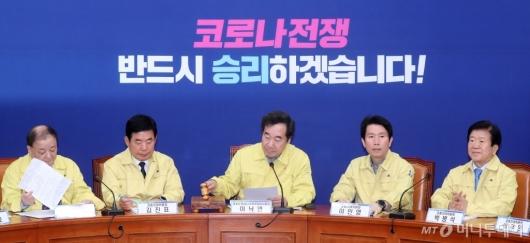 [사진]회의 주재하는 이낙연