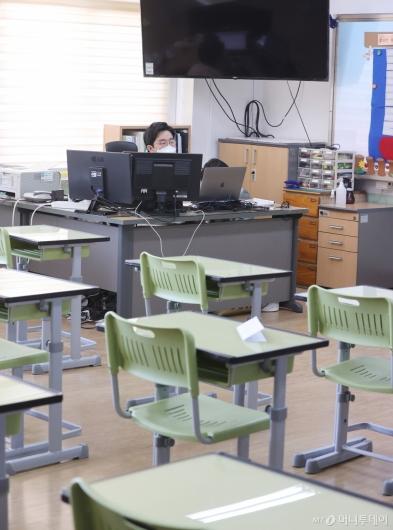 [사진]'코로나19가 바꾼 교실 풍경'