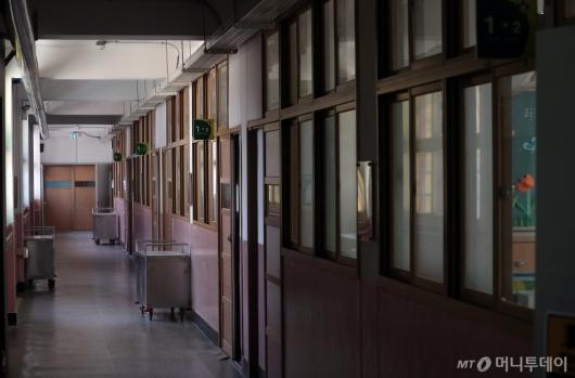 [사진]'불꺼진 학교 복도'