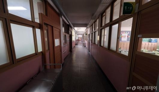 [사진]'아이들 없는 썰렁한 초등학교'