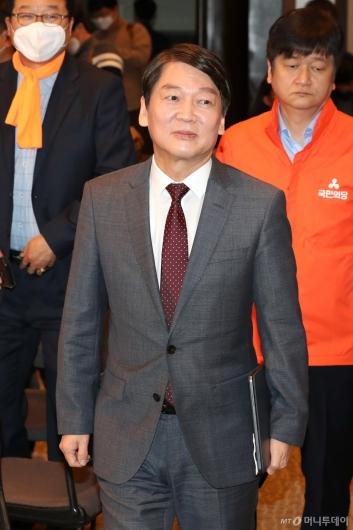 [사진]관훈토론회 참석하는 안철수 대표