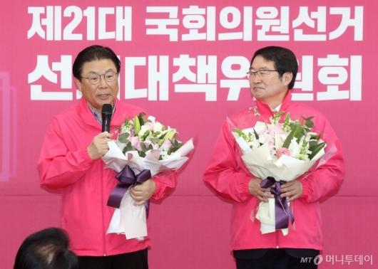 [사진]한국당 입당한 박맹우-백승주