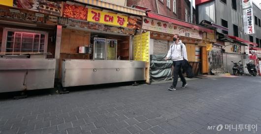 [사진]줄줄이 문 닫은 명동 길거리 음식점