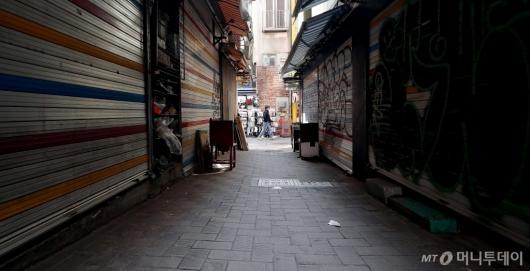 [사진]'문 닫은 명동골목 상점'