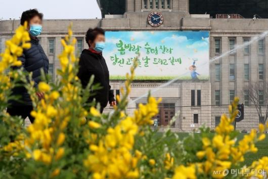 [사진]봄옷 갈아입은 꿈새김판