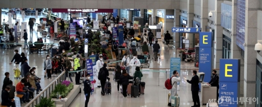 [사진]해외 입국자 '대중교통 이용 금지'