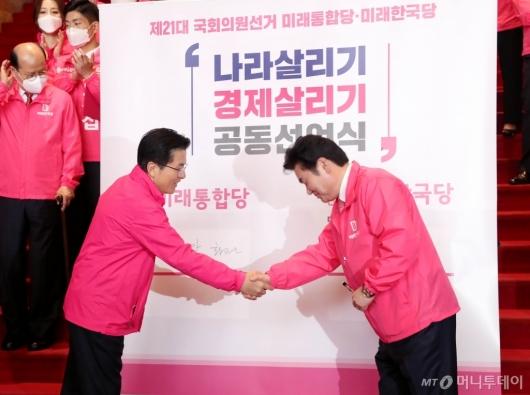 [사진]손잡은 황교안-원유철