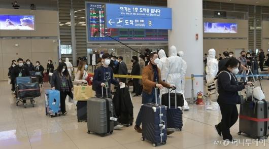 [사진]인천공항 통해 입국하는 이탈리아 교민들