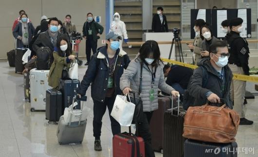 [사진]이탈리아 교민들, 인천공항 통해 입국