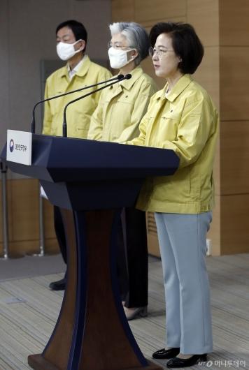[사진]추미애, 제21대 총선 관련 대국민담화문 발표