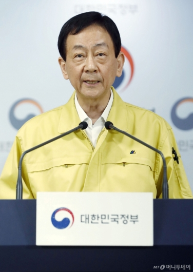 [사진]총선 관련 발언하는 진영 장관