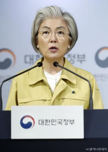 [사진]총선 관련 발언하는 강경화 장관