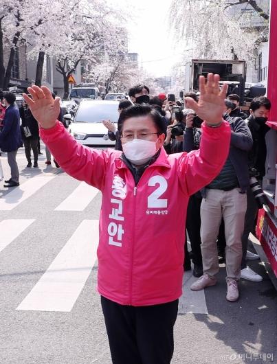 [사진]거리유세 나선 황교안 대표