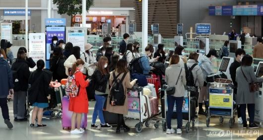 [사진]줄지은 일본행 탑승객들