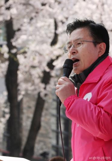 [사진]'벚꽃 유세' 시작한 황교안