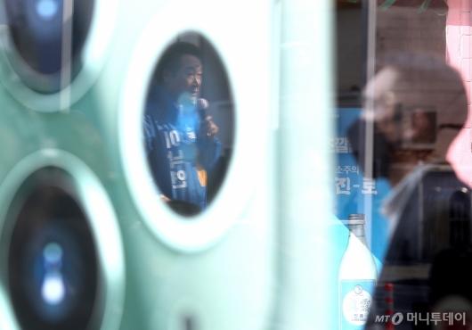 [사진]휴대폰 렌즈 속 이낙연