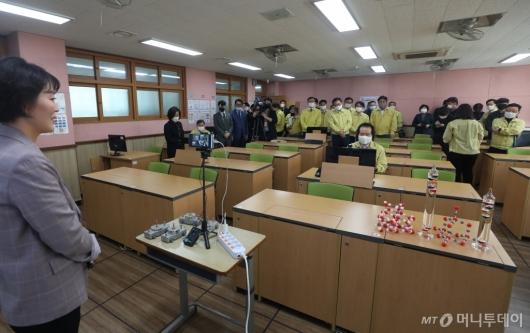 [사진]실시간 화상 수업 참관하는 정세균 총리