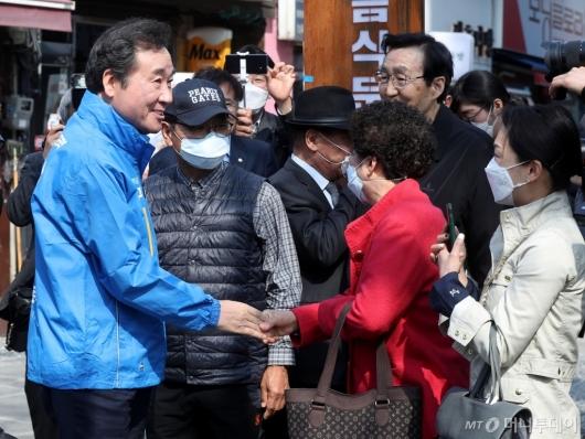[사진]시민들과 손잡은 이낙연 후보