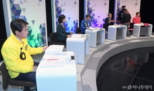 [사진]토론회 앞둔 비례대표 후보자들
