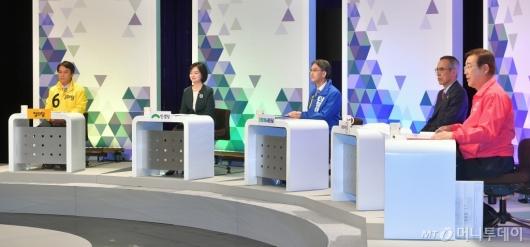 [사진]토론회 준비하는 비례대표 후보자들