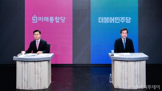 [사진]토론회 준비하는 이낙연-황교안