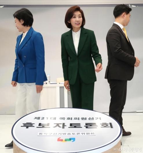 [사진]토론회 참석하는 동작을 후보들
