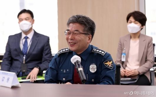 [사진]미소 짓는 민갑룡 경찰청장