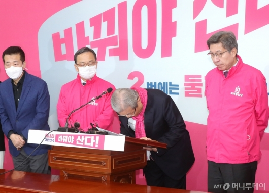 [사진]후보들 막말 논란에 고개 숙인 김종인