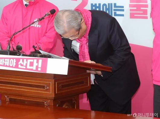 [사진]당 후보들 막말 논란 사과하는 김종인