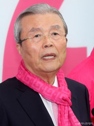 [사진]후보들 막말 논란 관련 발언하는 김종인