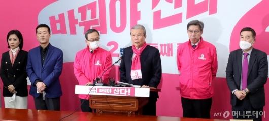 [사진]김종인 총괄선대위원장 긴급 기자회견