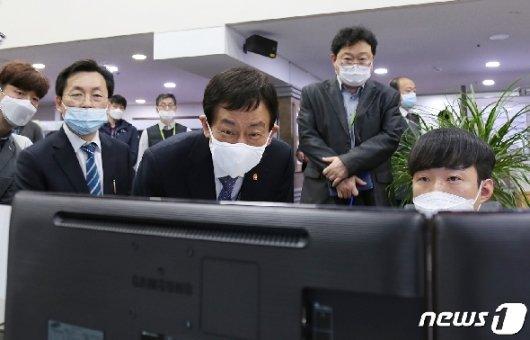 [사진] 진영 장관, 국가정보자원관리원 방문