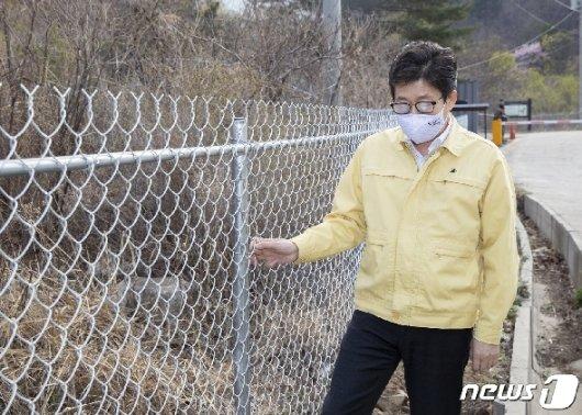 [사진] 조명래 환경부장관, 강원 고성지역  아프리카돼지열병 대응 현장점검