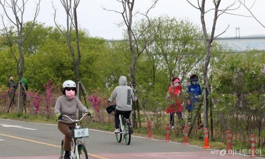 [사진]사회적 거리두기 '완화된 형태로 지속'