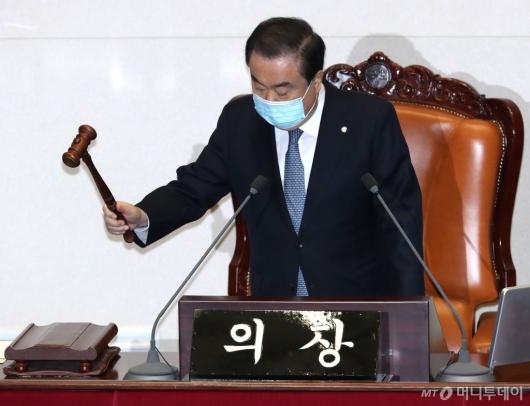 [사진]본회의 주재하는 문희상 의장