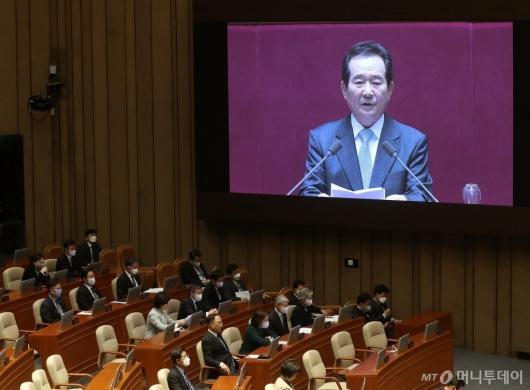 [사진]총리 시정연설 경청하는 장관들
