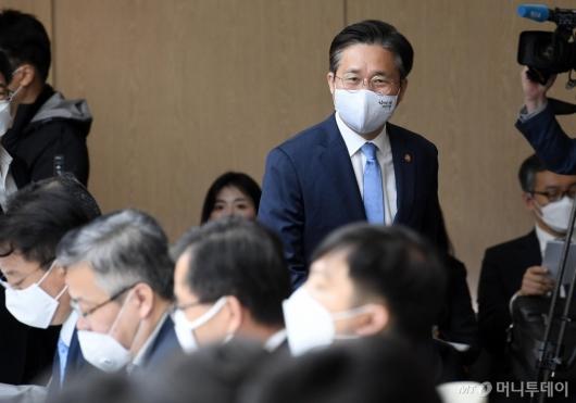 [사진]성윤모 장관, 포스트 코로나 산업전략 대화 참석