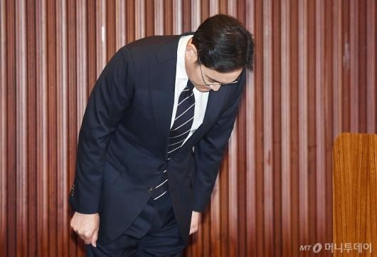[사진]고개 숙여 사과하는 이재용 부회장