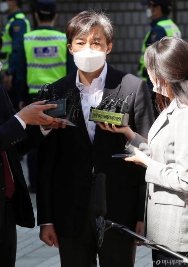 [사진]조국, 첫 법정 출석