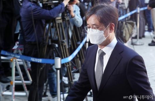 [사진]법원 출석하는 박형철 전 비서관