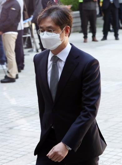[사진]박형철 전 비서관 법원 출석