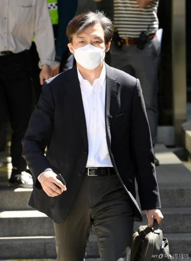 [사진]법원 나서는 조국 전 장관
