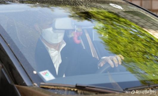 [사진]법원 떠나는 조국 전 장관