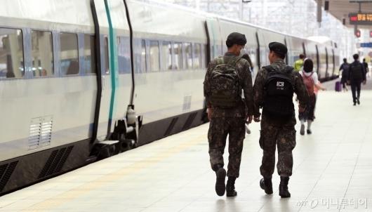 [사진]휴가 떠나는 군 장병들