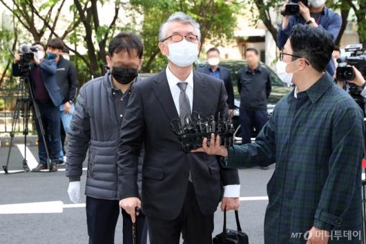 [사진]'미공개 정보 주식거래 혐의' 문은상 대표, 영장실질심사 출석