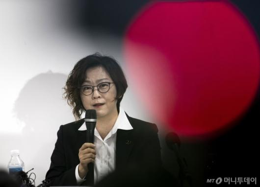 [사진]기자회견하는 이나영 정의연 이사장