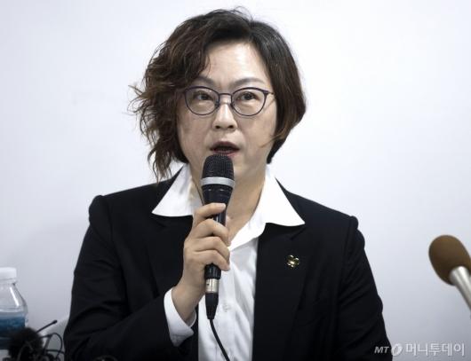 [사진]발언하는 정의기억연대 이사장