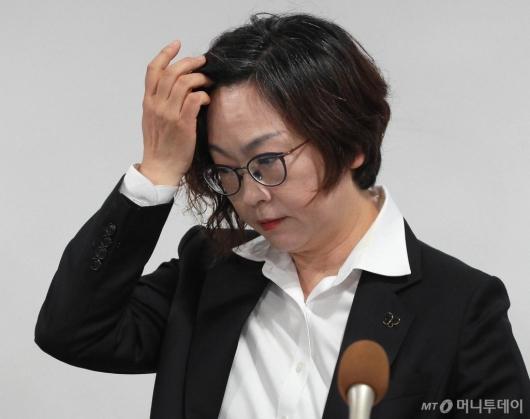 [사진]고심하는 이나영 이사장